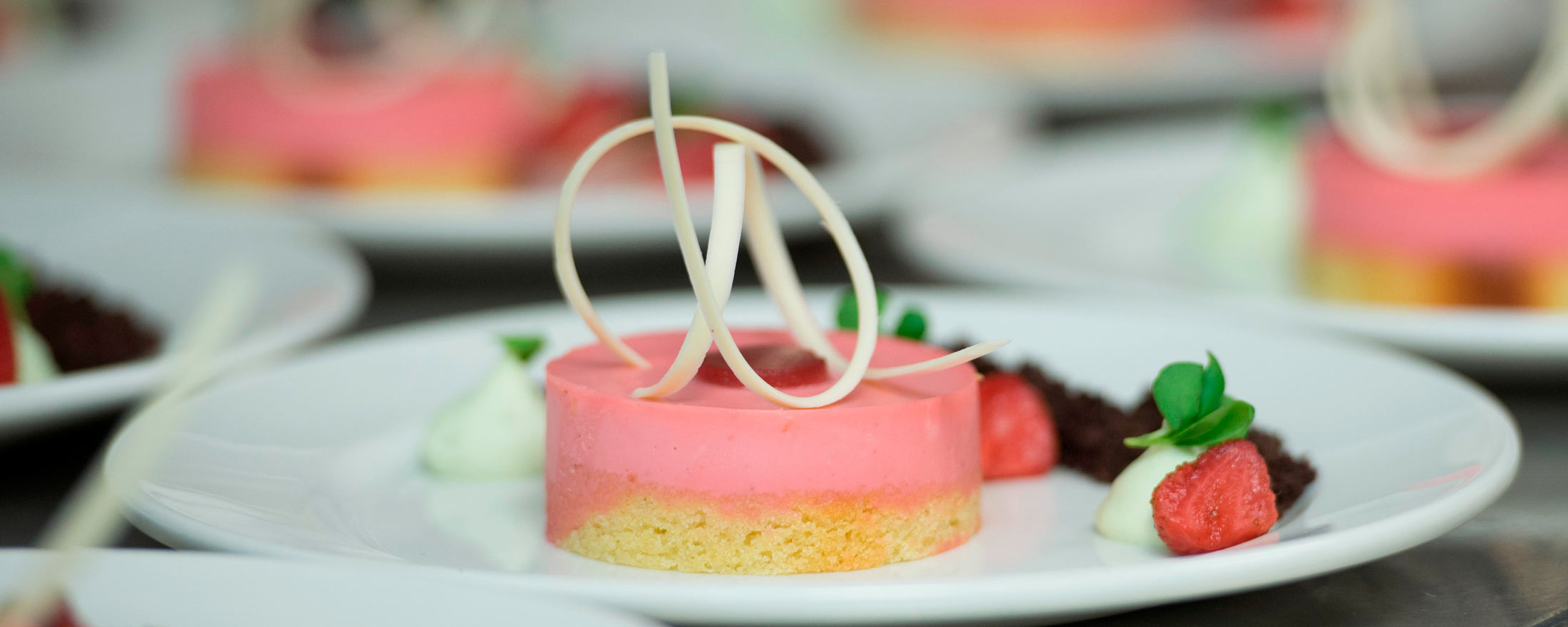 Photo of a strawberry sorbet on top of a shortbread cake.